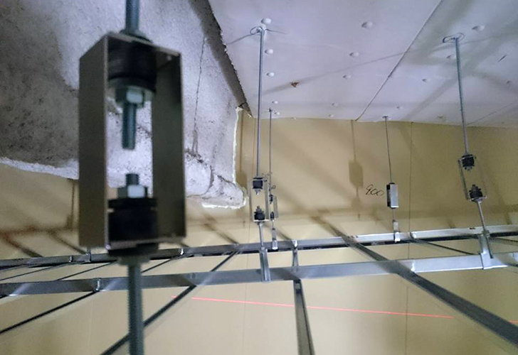 剛建社工事実績 BOSEオートモーティブ防音工事 天井(遮音、防振)